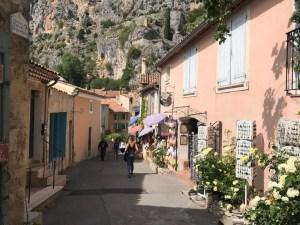 Roteiro de carro na Riviera Francesa - Moustieres Sainnte Marie