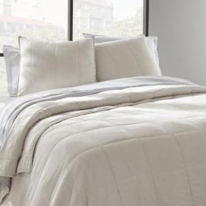 dessus-de-lit-avec-2-taies-d-oreiller-coloris-blan
