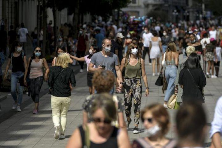 En plus du port du masque, les autorités appellent à veiller à favoriser la distanciation physique et les gestes barrières pour limiter la propagation du Coronavirus.