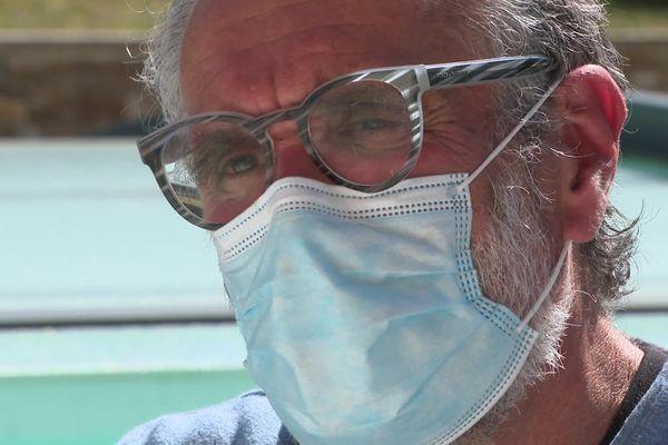 """Jean-Luc Crochet veut avertir des """"risques"""" que comporte la vaccination après le décès de son frère."""