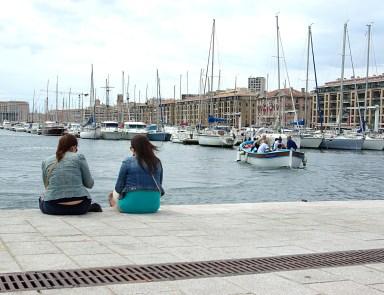 Bavardages au Vieux Port