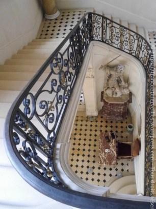 Vue de l'escalier d'honneur depuis le palier du premier étage