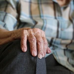 hands-1408480_640