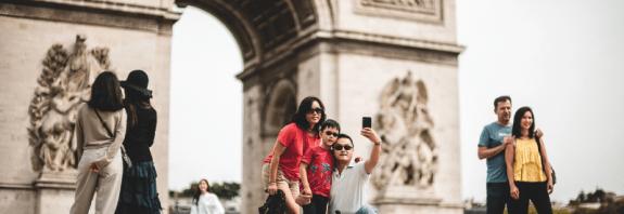 Bajo condiciones, Francia vuelve a recibir turistas extranjeros