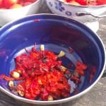 het vruchtvlees van de paprika's en peper, ui en knoflook