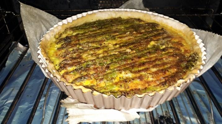 Hartig taartje met gegrilde groene asperges