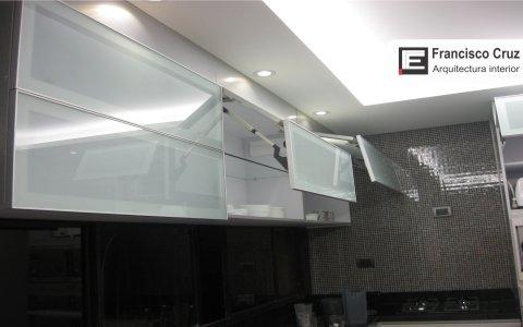 Muebles altos de la cocina