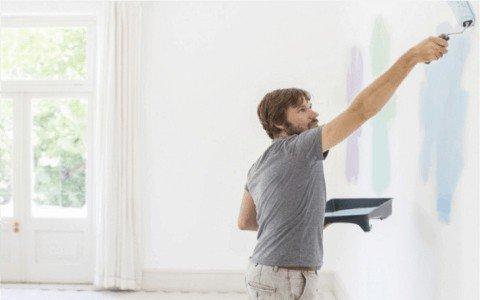 Proceso de pintado en paredes