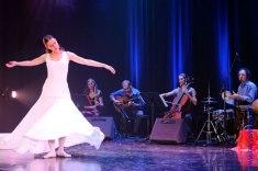 Shraddha dans la danse dervish, La Poesia del Flamenco. (Hervé Leblay).