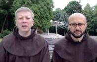 bEZ sLOGANU – Komunia św. na rękę czy na stojąco?