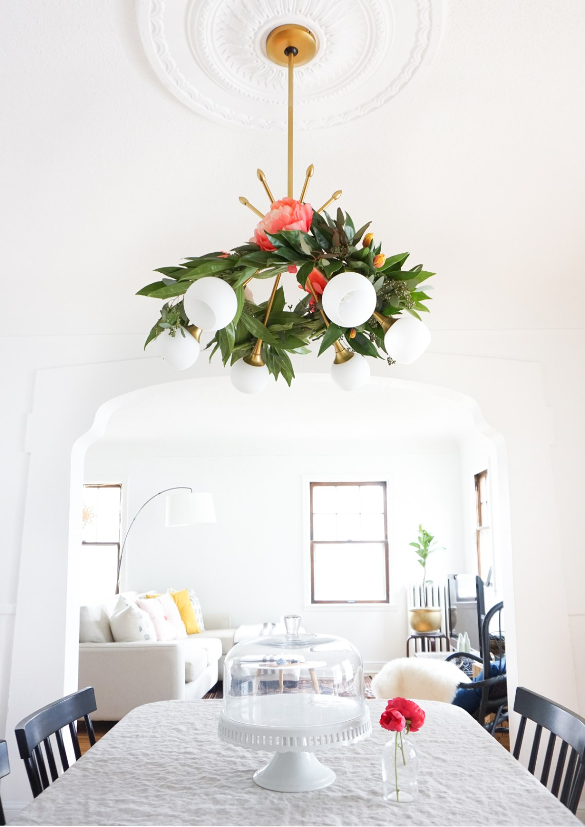 How to create a floral chandelier garland. More ideas on the blog!