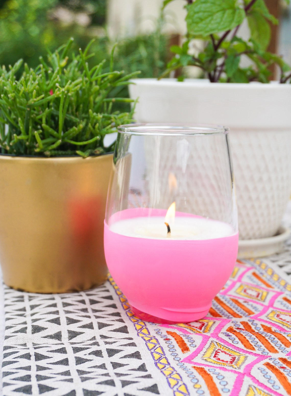 Keep the backyard bugs at bay with these easy DIY citronella candles made with essential oil and soy wax. Click the link to learn how to make them!