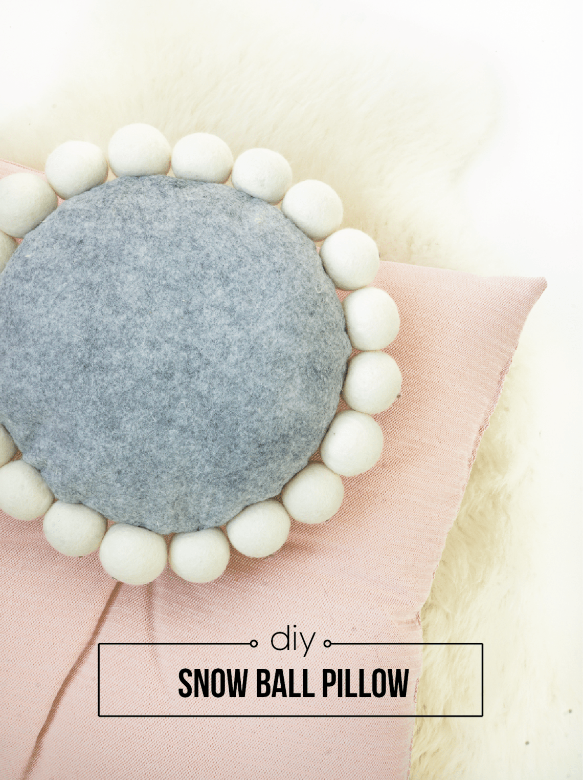 Switch up your throw pillows with this easy DIY snowball pillow. Click for the tutorial!