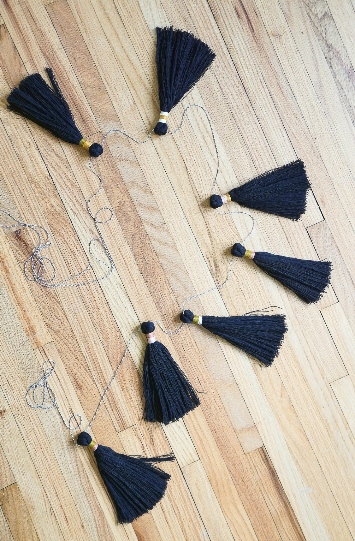 DIY an easy tassel garland with Sara of The Forest Fern for Holiday decorating. Great for hanging across windows, the fireplace mantle and the tree.