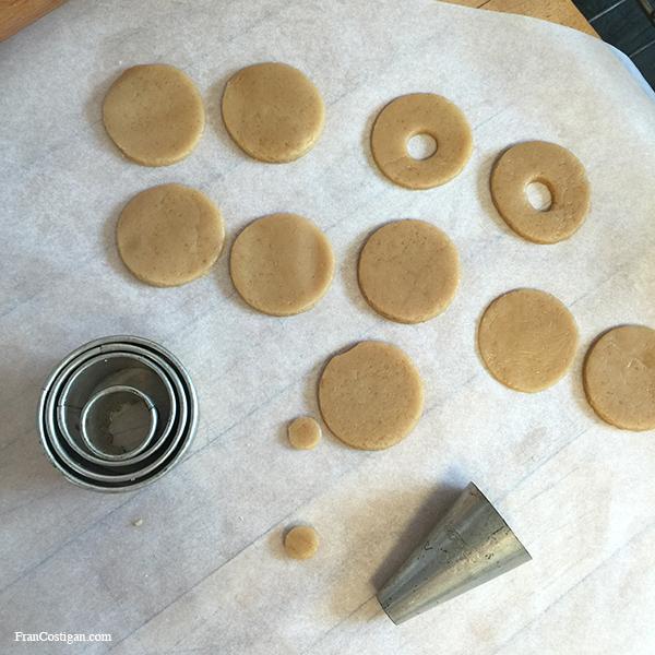 Vegan Vanilla Cookies – Cutting the Cookies