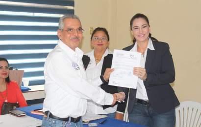Alcaldesa Noemy González Entrega Nombramientos a Nuevos Funcionarios Municipales