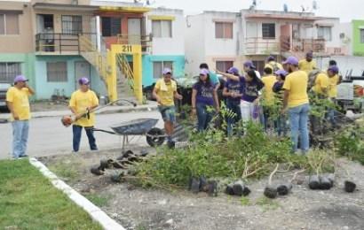 Se suma Mateo Vázquez a jóvenes en brigada de limpieza