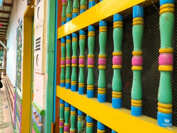 ventanas de las casas en guatape colombia
