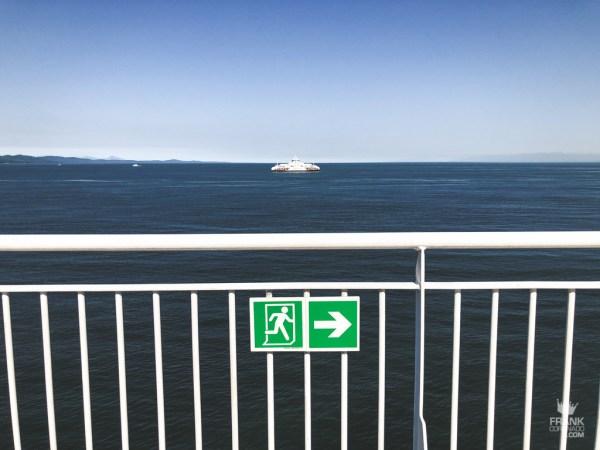 ruta de emergencia en ferry