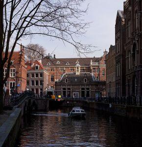 640px-GrimburgwalAmsterdam