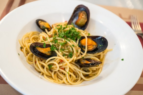 Pasta and very fresh mussels at La Publla