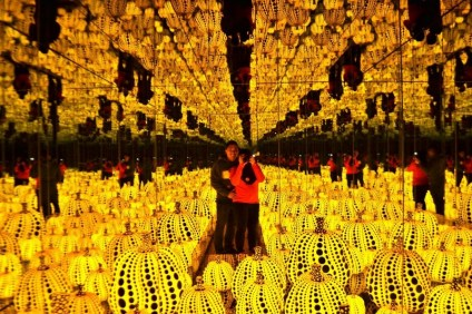 Infinity Mirrored Room - All the Eternal Love I Have for the Pumpkins