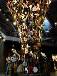 Seattle - der Gitarrenbaum im EMP (c) Frank Koebsch (1)