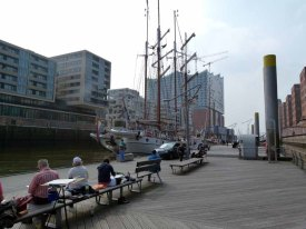 Malreise Hamburg - unser Motiv die Windjammer und die Silhouette der Hafencity (c) Frank Koebsch