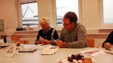 Wir malen mit Frank Koebsch Weihnachtskerzen auf verschidenen Aquarellpapier (c) Bernd Sturzrehm (3)