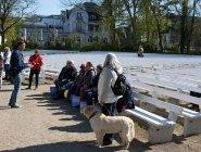 Jens Hübner mit Malschülern beim Kick Off des Plein Air Fetivals in Kühlungsborn (c) FRank Koebsch