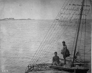 220px-Sailing_Canoe_and_Crew,_Jaliut_Lagoon,_Marshall_Islands_(1899-1900).jpg
