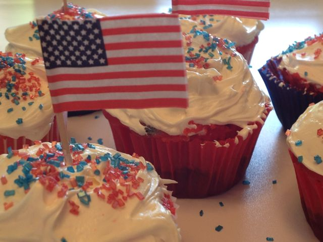 Independence Day Cupcakes with Flag