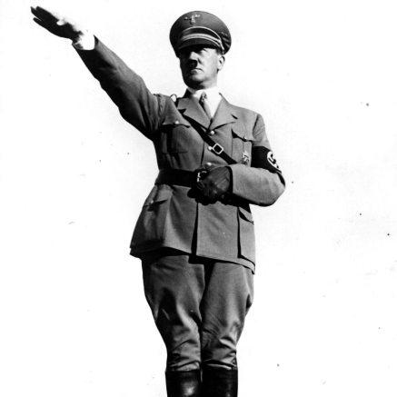Hitler-Salute-1935