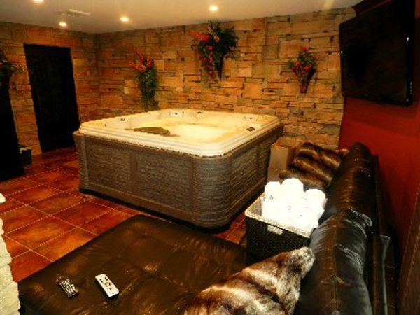 3632310de704386e34c6d6928394e444--hot-tub-room-indoor-hot-tubs