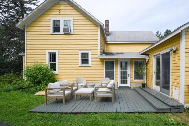 Lauren Salzman Nxivm house for sale backyard seating