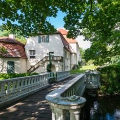 Brücke über die Nieplitz zum Schloss