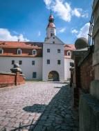 Das Vorderschloss mit Eingang zum Schlosshof
