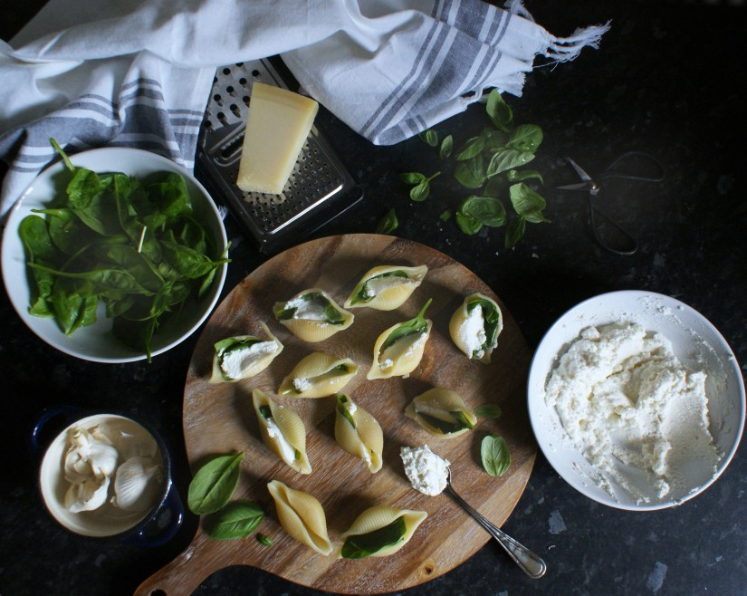 Fill each pasta shell with ricotta cheese, spinach and basil