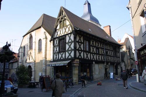 引用:http://www.culture.allier.fr/3057-montlucon-quartier-medieval.htm