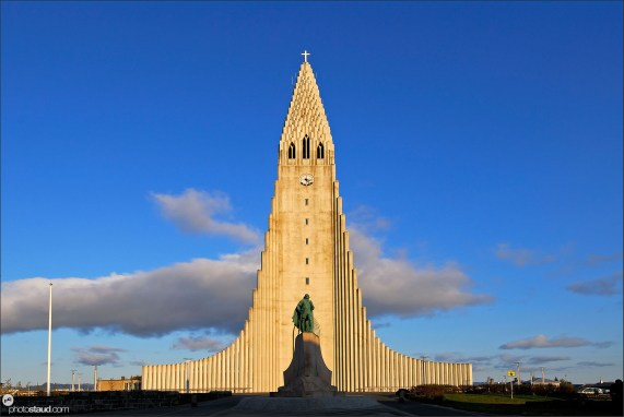 Hallgrimurs Church – Hallgrimskirkja - with statue of Leifur Eiriksson in front, Reykjavik, Iceland