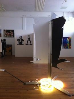 Silhouetten 2, 2013, Kontourplatten, Metall, Leuchtstoffringe, 140x140x220-300cm,