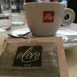 Espresso im Restaurant Olivo