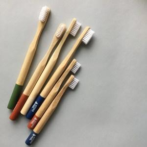 Cepillo de dientes de bambú HYDROPHIL
