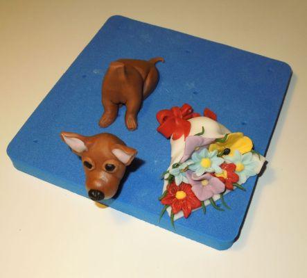 Hund und Blumenstrauß modelliert