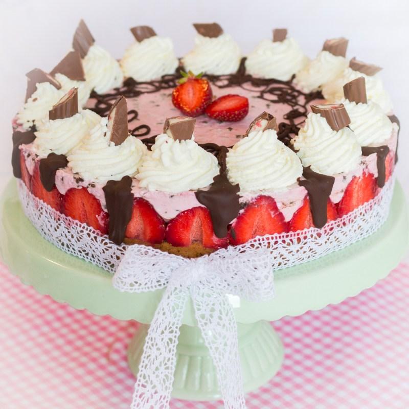 Schokoladen Erdbeer Torte mit Sahne