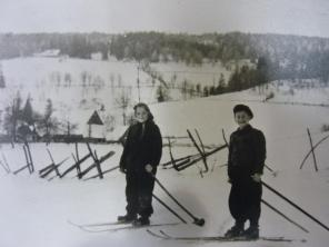 Frau Kersch als Kind beim Schifahren