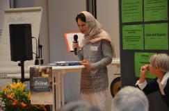 Marjan Heidarinami beim Vortrag