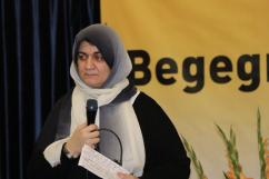 Fatima Emari moderiert den Fishbowle