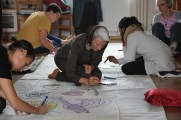 Die Künstlerin Petra von Langsdorff bei der Arbeit_Joanna