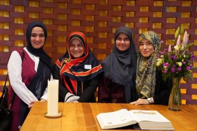 Muslima erobern die Kapelle in der HafenCity_D